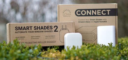 SOMA Smart Shades 2 und Connect Box liegen auf einem gruenen Busch 520x245