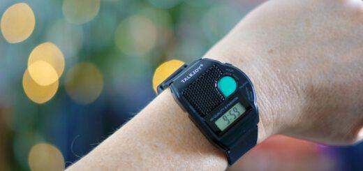 Talkjoy Armbanduhr an Arm mit Bokeh 520x245