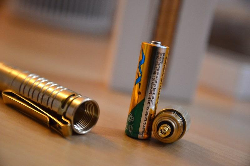 aa batterie in olight i5t eos min