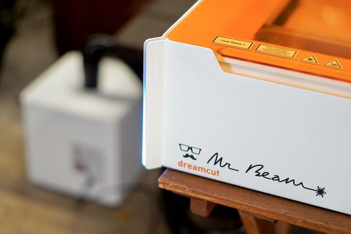 Mr Beam Logo auf einem Lasercutter