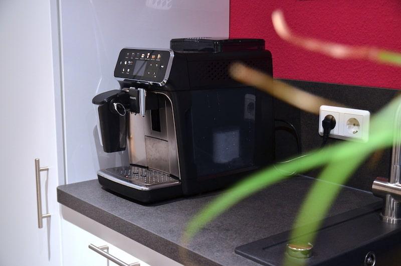 Philips 5400 Series Kaffeevollautomat in Kueche