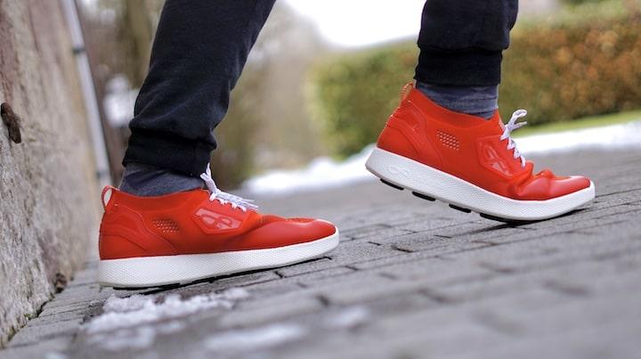 Fue%C3%9Fe mit roten Schuhen rennen