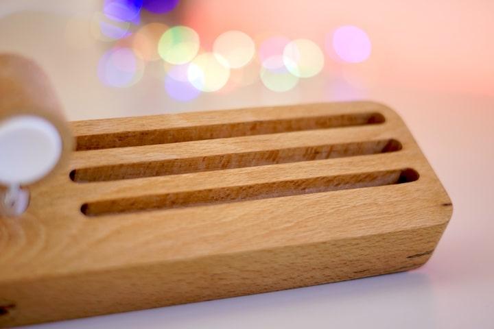 Holz Desktop Stand fuer Apple Watch und Armbaender