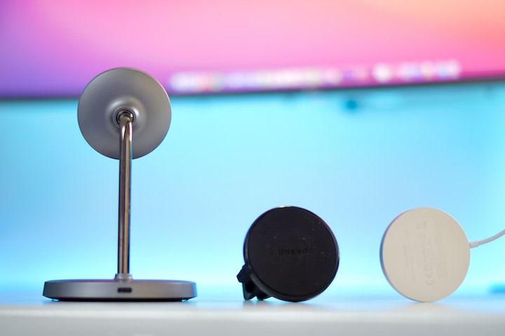 Magnetisches MagSafe Zubeh%C3%B6r von CHOETECH liegt auf einem Tisch