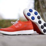 Rote Infinite Running Schuhe stehen im Freien 160x160