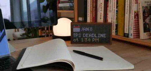 Tidbyt zeigt Deadline auf Schreibtisch an Kopie 520x245