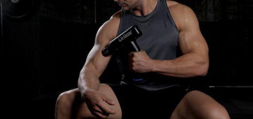Urikar Pro 3 Massagepistole mit Mann 520x245
