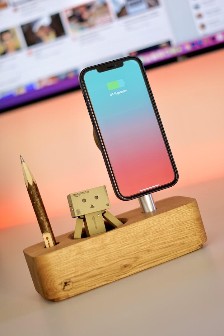 iPhone Desktop Stand mit Stift