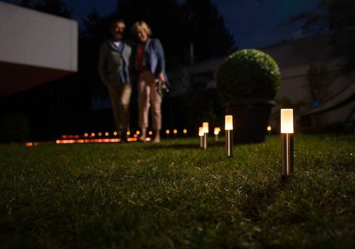 LEDVANCE Smart Lampen im Garten aufgestellt