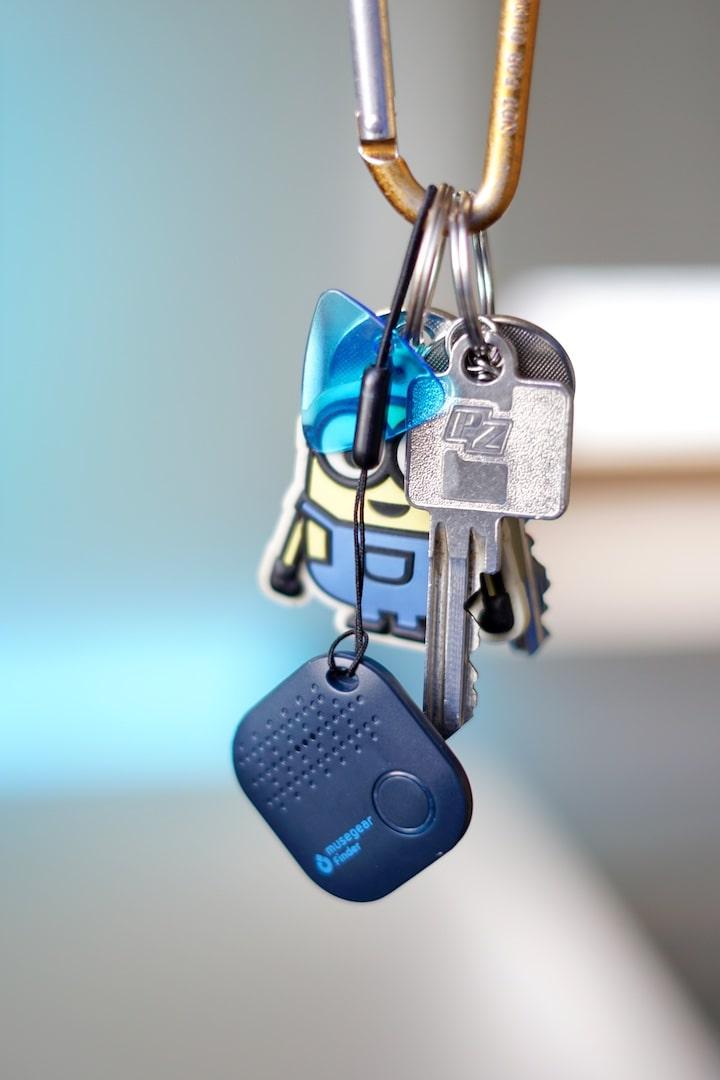 Bluetooth Chip haengt an einem Schl%C3%BCsselbund