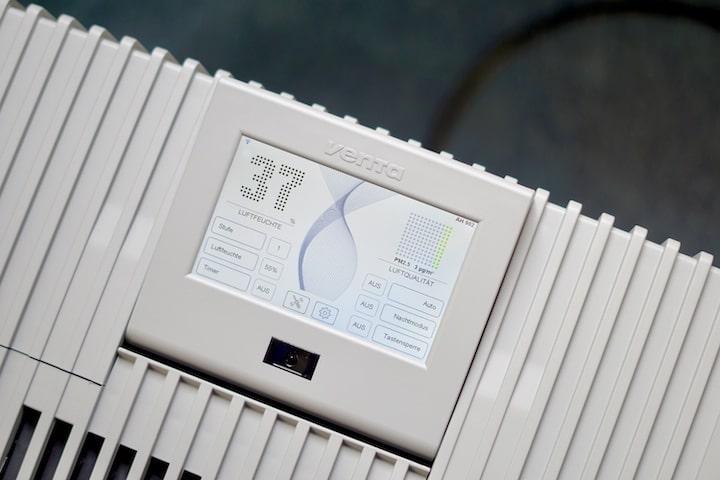 Display zeigt Luftfeuchtigkeit und Qualitaet an
