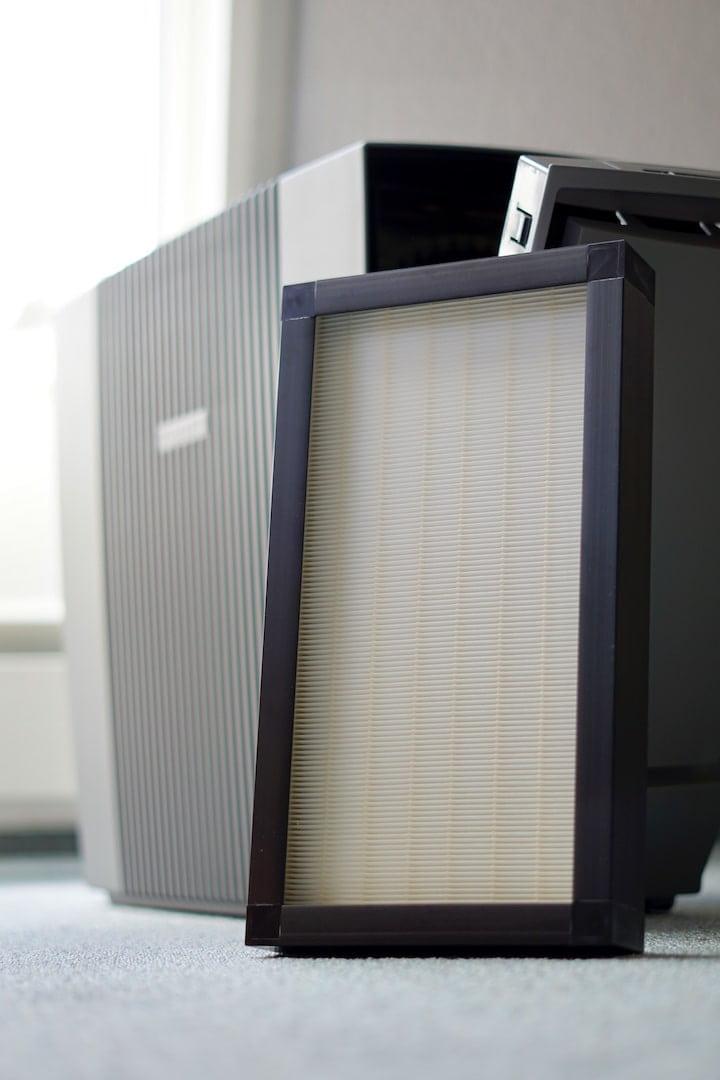Filter ist an ein Luftreiniger angelehnt