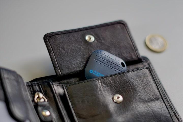 Musegear Finder in einem Geldbeutel mit 1 Euro Muenze