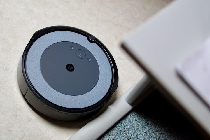 Roomba Roboter reinigt Hartboeden