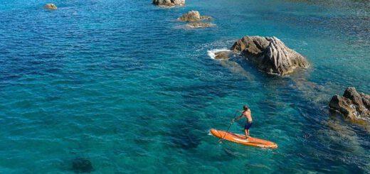 Aqua Marina SUP mit Mann auf dem Meer 520x245