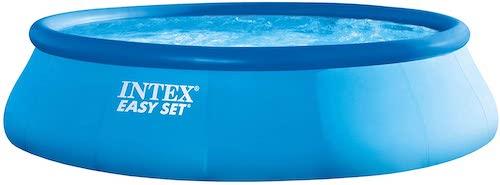 Grosser Intex Pool mit Wasser
