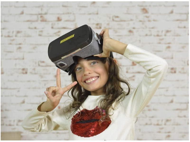 Kind mit Heromask VR Brille