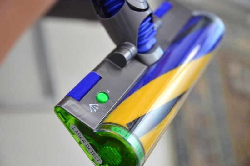 Laser Einheit an Bodenduese des Dyson V15 Detect Absolute
