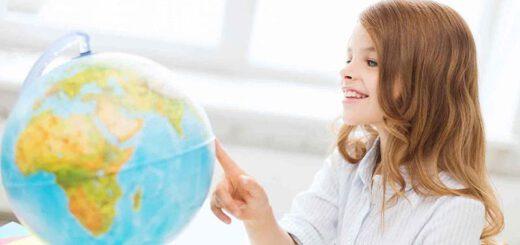 Leuchtender Globus mit Maedchen 520x245