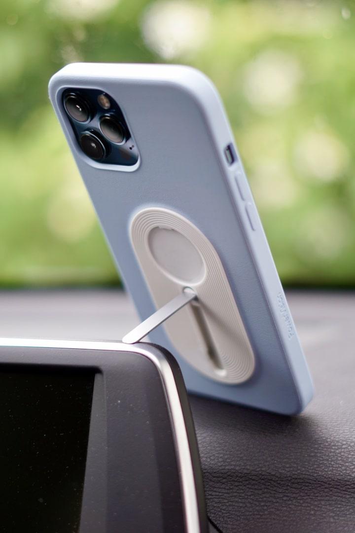 iPhone 12 Pro Max mit PowerVision Case und Standfuss