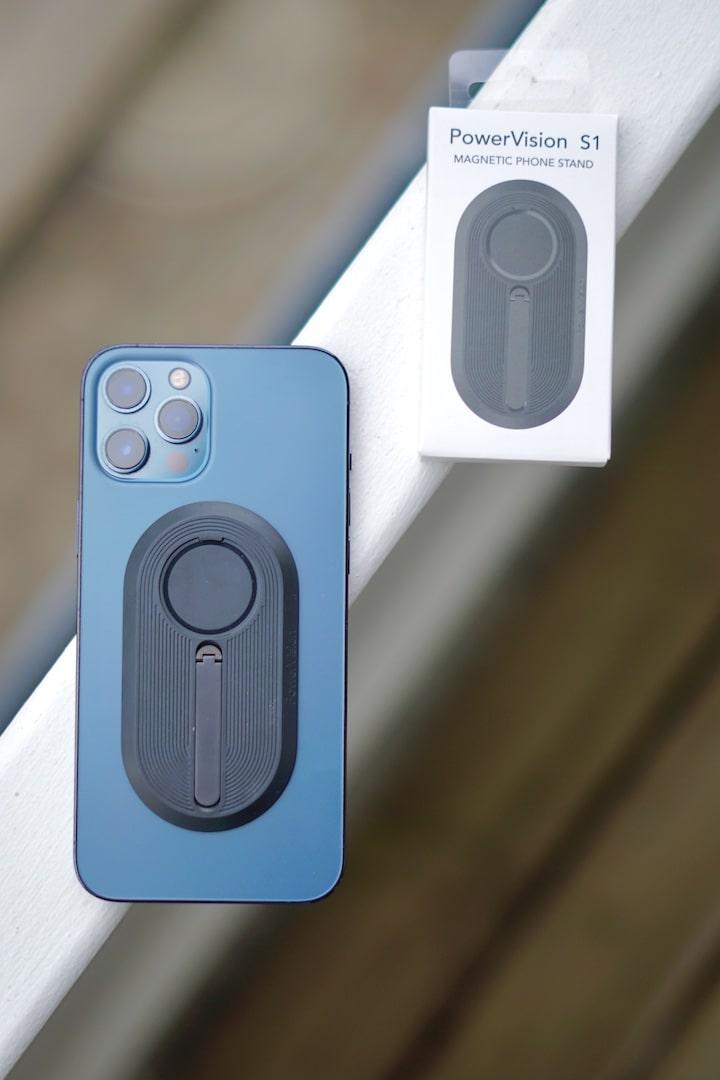 iPhone 12 Pro Max mit Standfuss Klebepad auf der Rueckseite