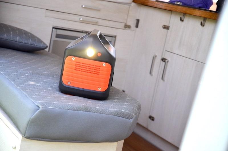 lampe seitlich mit einem knopf aktivierbar