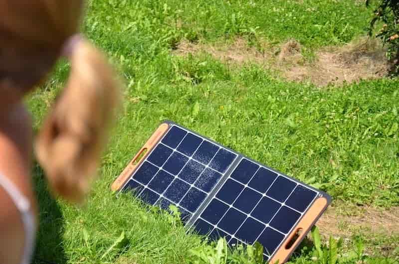 modernes jackery solarsaga 100 panel
