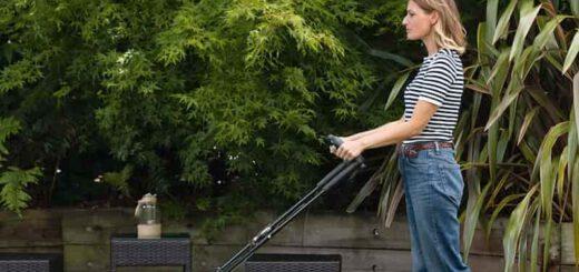 Bosch CityMower 18 mit Frau im Garten 520x245