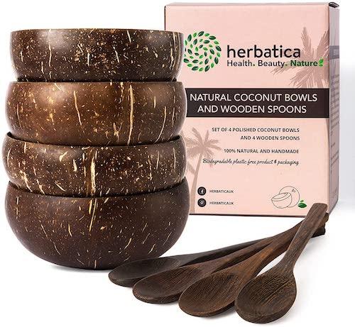 Kokosschalen mit Loeffeln und Verpackung