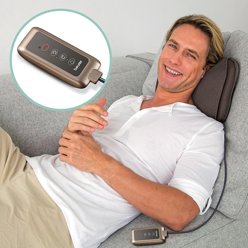 Mann auf Sofa Denkblase mit Fernbedienung